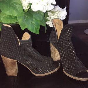 A fabulous lucky brand peep toe booties